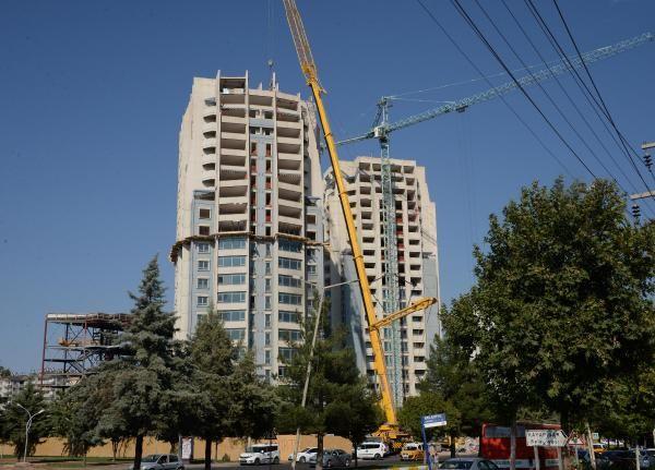 Diyarbakır Polatlar'ın ikiz kuleleri 10 kat indirildi